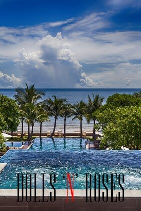 Image of jacuzzi and swiming pool at luxury holiday resort in Thailand.